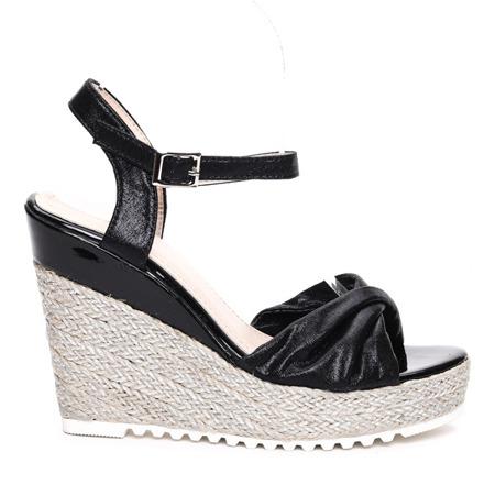 Czarne sandały na koturnie Calliope- Obuwie