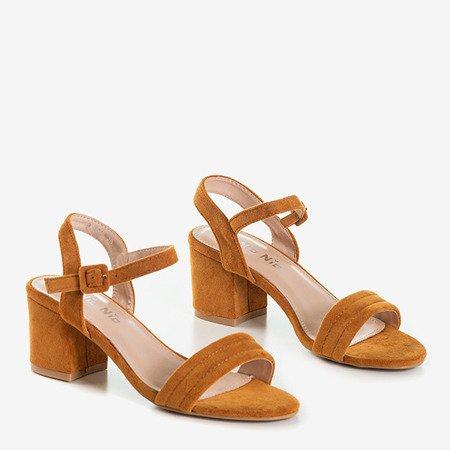 Коричневі жіночі босоніжки на низькій посаді Niusty - Взуття