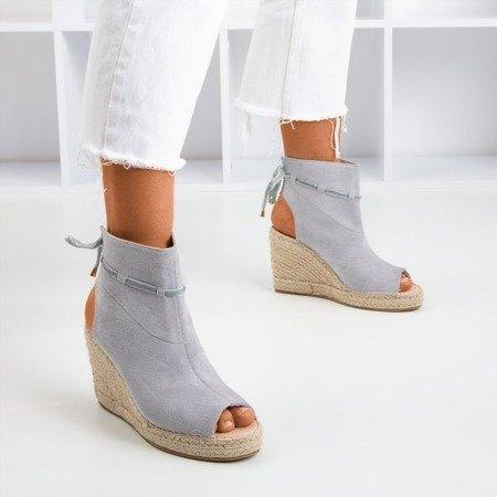 Сірі жіночі босоніжки на клині з верхньою частиною Unique One - Взуття 1