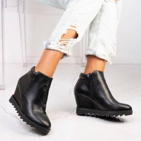 Чорні чоботи на танкетці Emidia - Взуття
